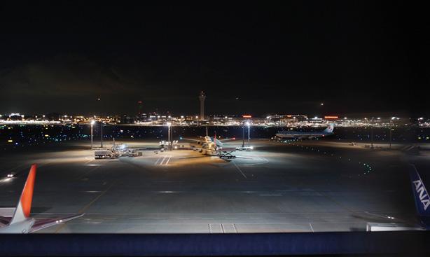 深夜の羽田空港
